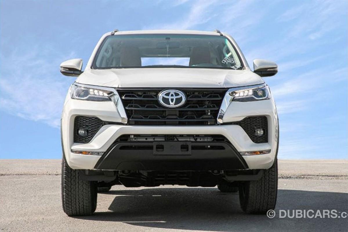 Toyota Fortuner 2021 dong co V6 4.0L tu 755 trieu dong-Hinh-3