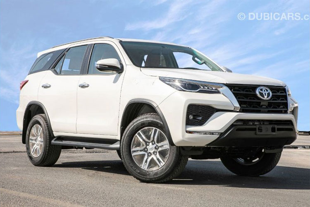 Toyota Fortuner 2021 dong co V6 4.0L tu 755 trieu dong