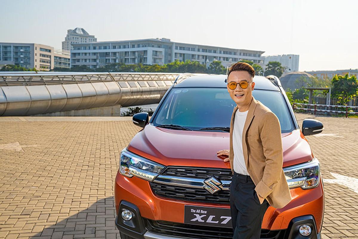 Ca si Hoang Bach khoi dau moi 2021 voi Suzuki XL7-Hinh-2