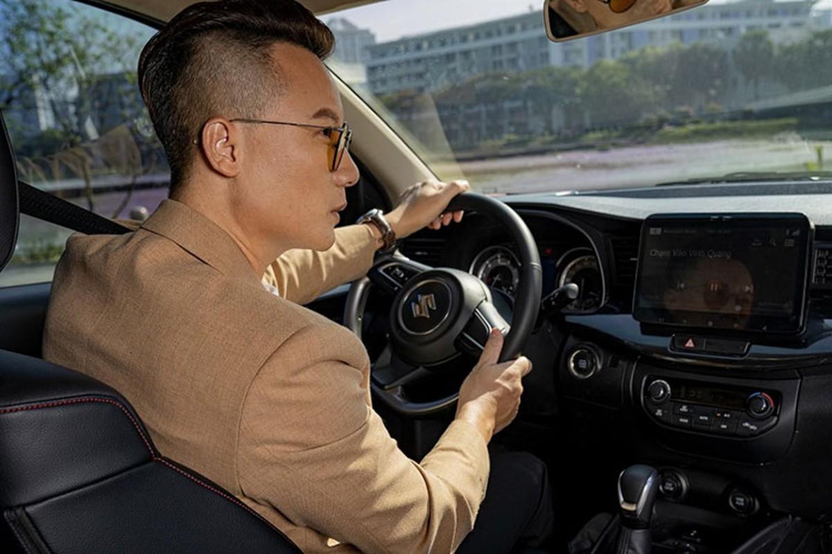 Ca si Hoang Bach khoi dau moi 2021 voi Suzuki XL7-Hinh-3