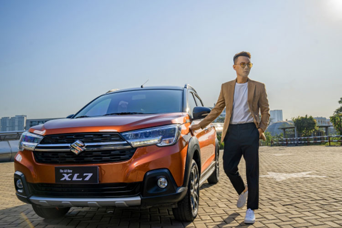 Ca si Hoang Bach khoi dau moi 2021 voi Suzuki XL7-Hinh-6
