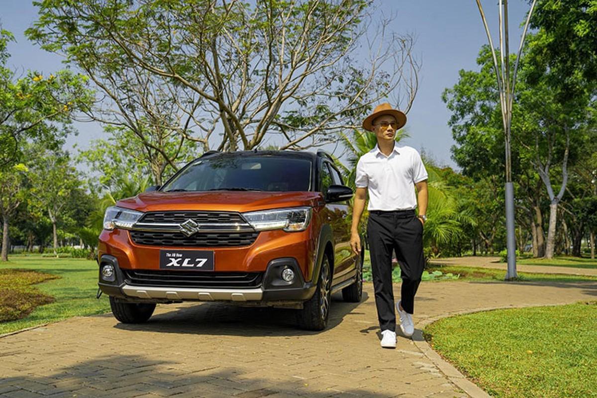 Ca si Hoang Bach khoi dau moi 2021 voi Suzuki XL7