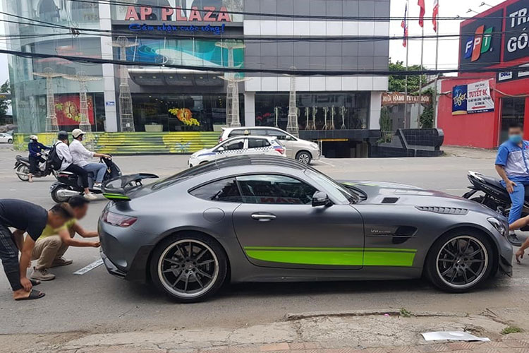 Dai Gia Binh showed off the brand new Mercedes-AMG GT R Pro-Hinh-2