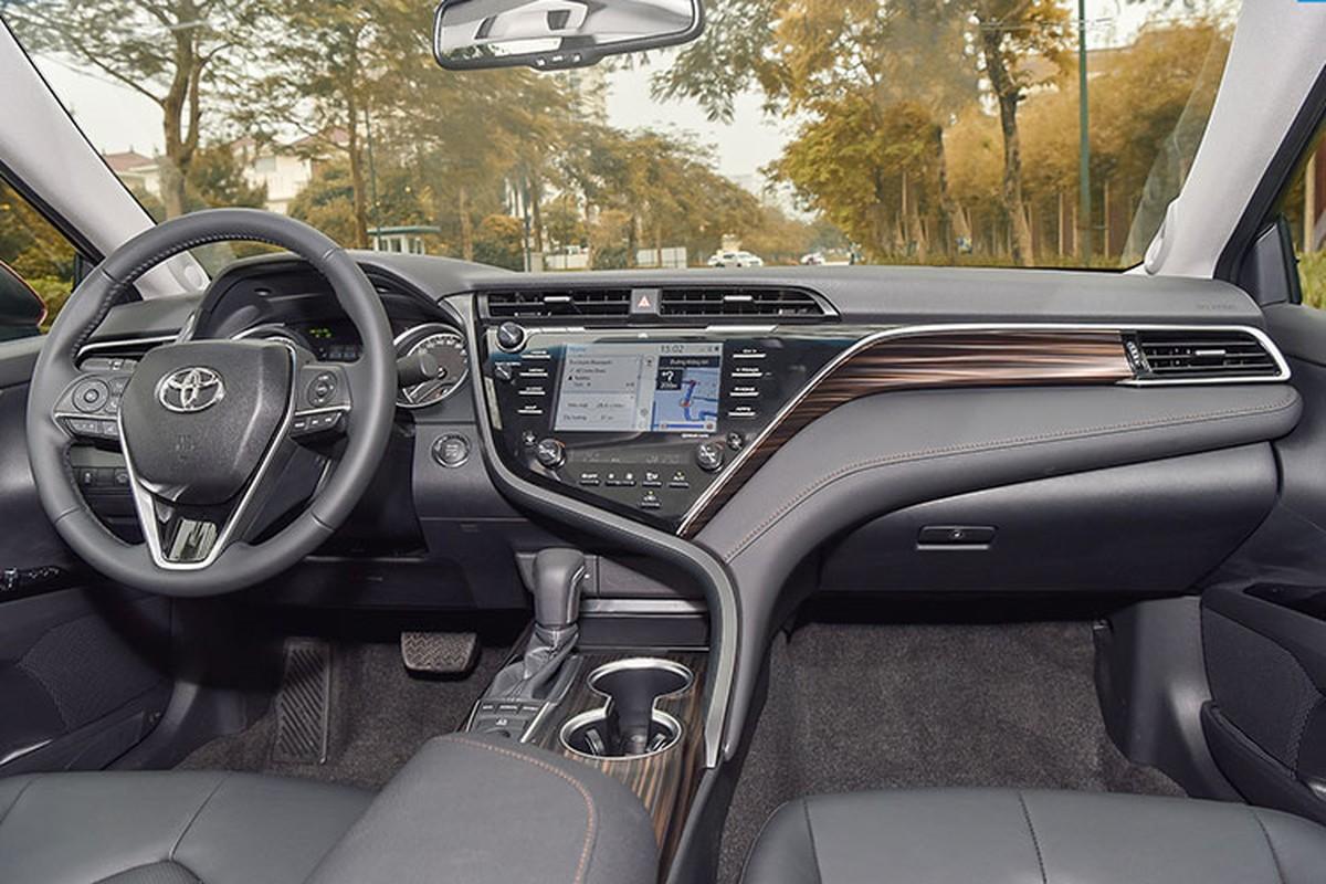 Toyota Camry trung bien