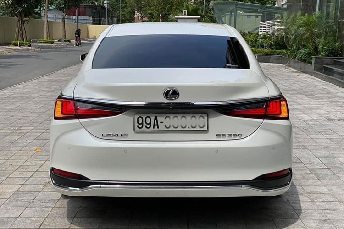 Lexus ES hang sang chay 1 nam, van hon 2,6 ty tai Bac Ninh-Hinh-10