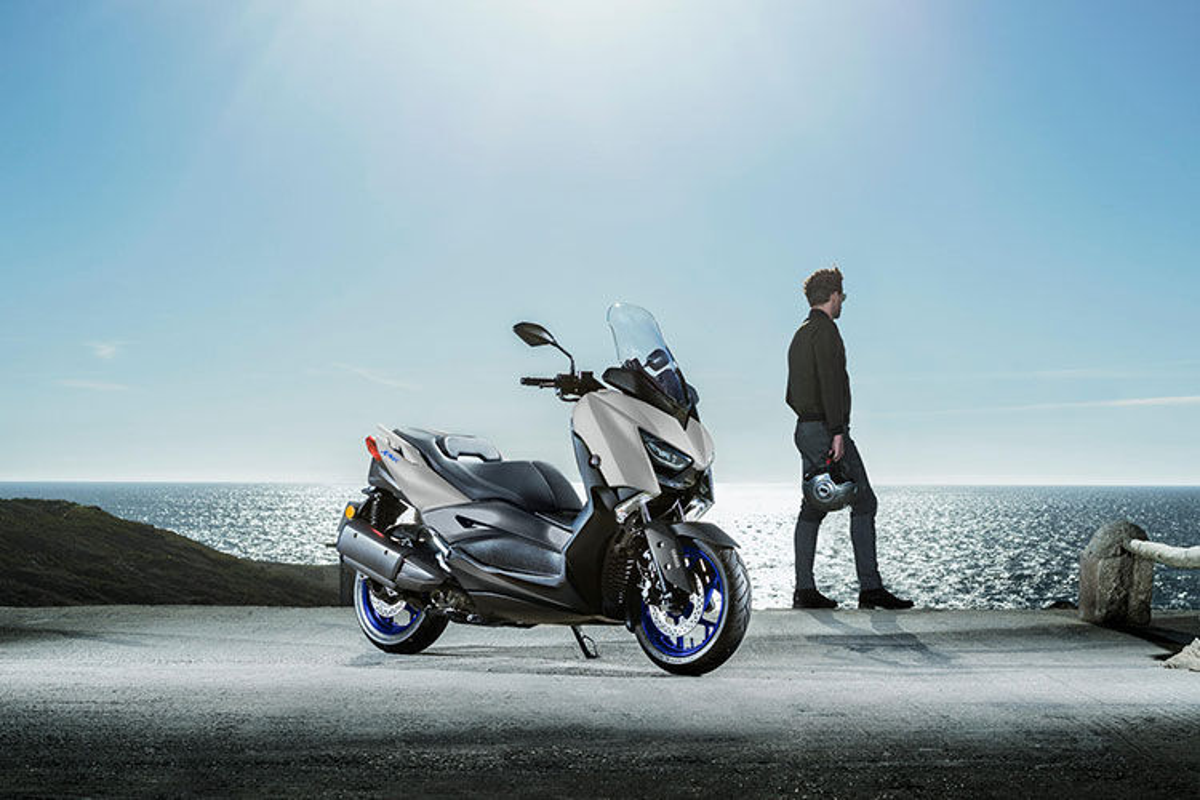 Yamaha Xmax 300 2021 moi - doi thu dang gom cua Honda Forza 300