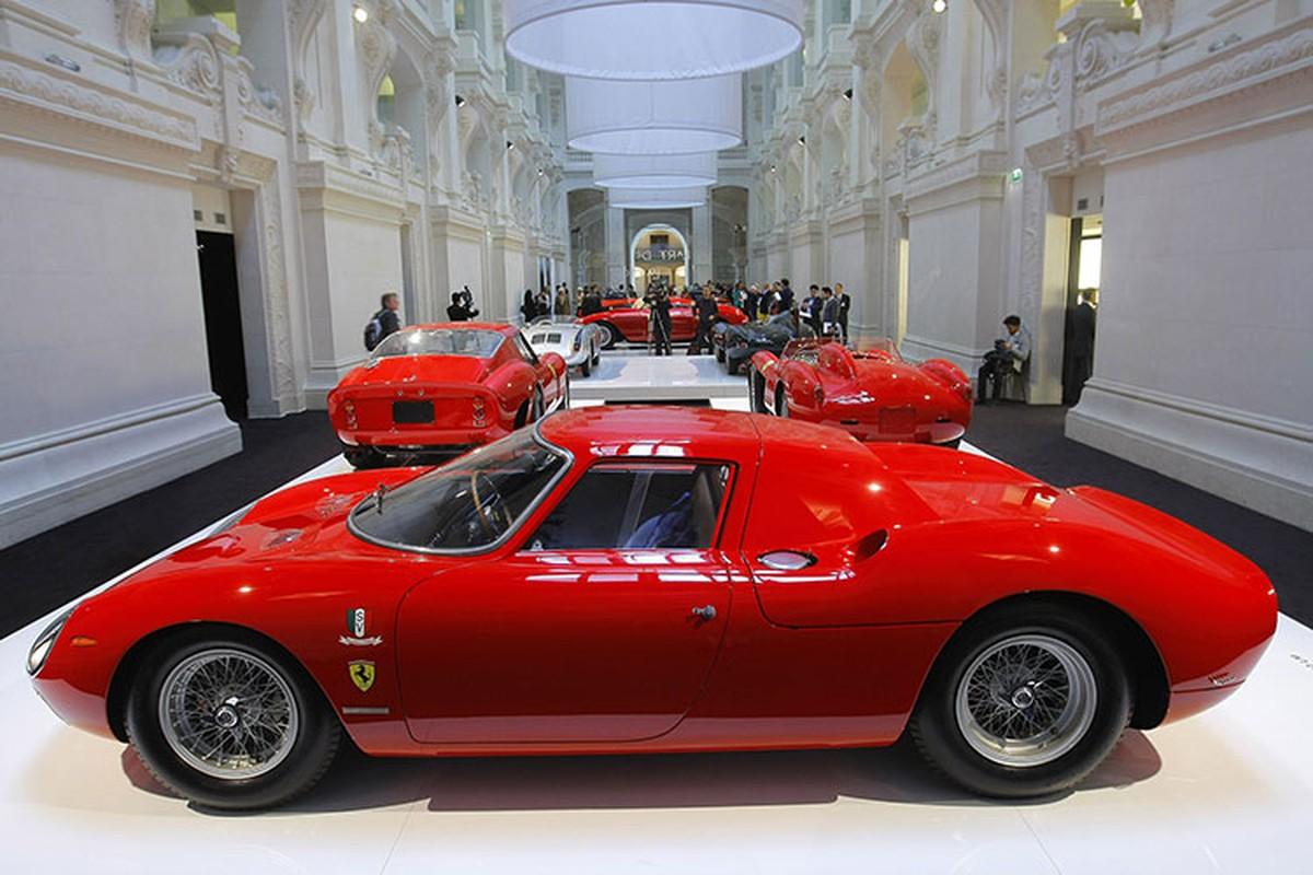 Hang sieu xe Ferrari ban quan ao, do an de sinh ton mua COVID-19?-Hinh-2