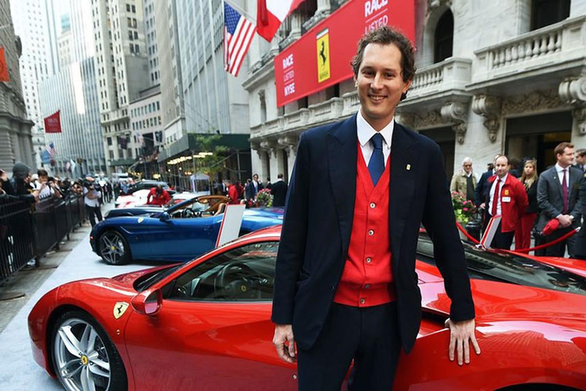 Hang sieu xe Ferrari ban quan ao, do an de sinh ton mua COVID-19?