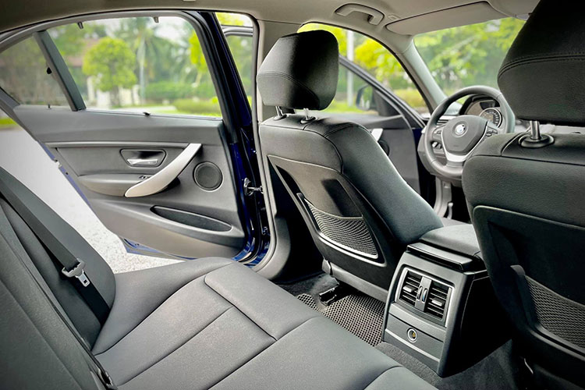 Can canh BMW 320i 2016 ban dac biet chi 1 ty dong o Ha Noi-Hinh-9