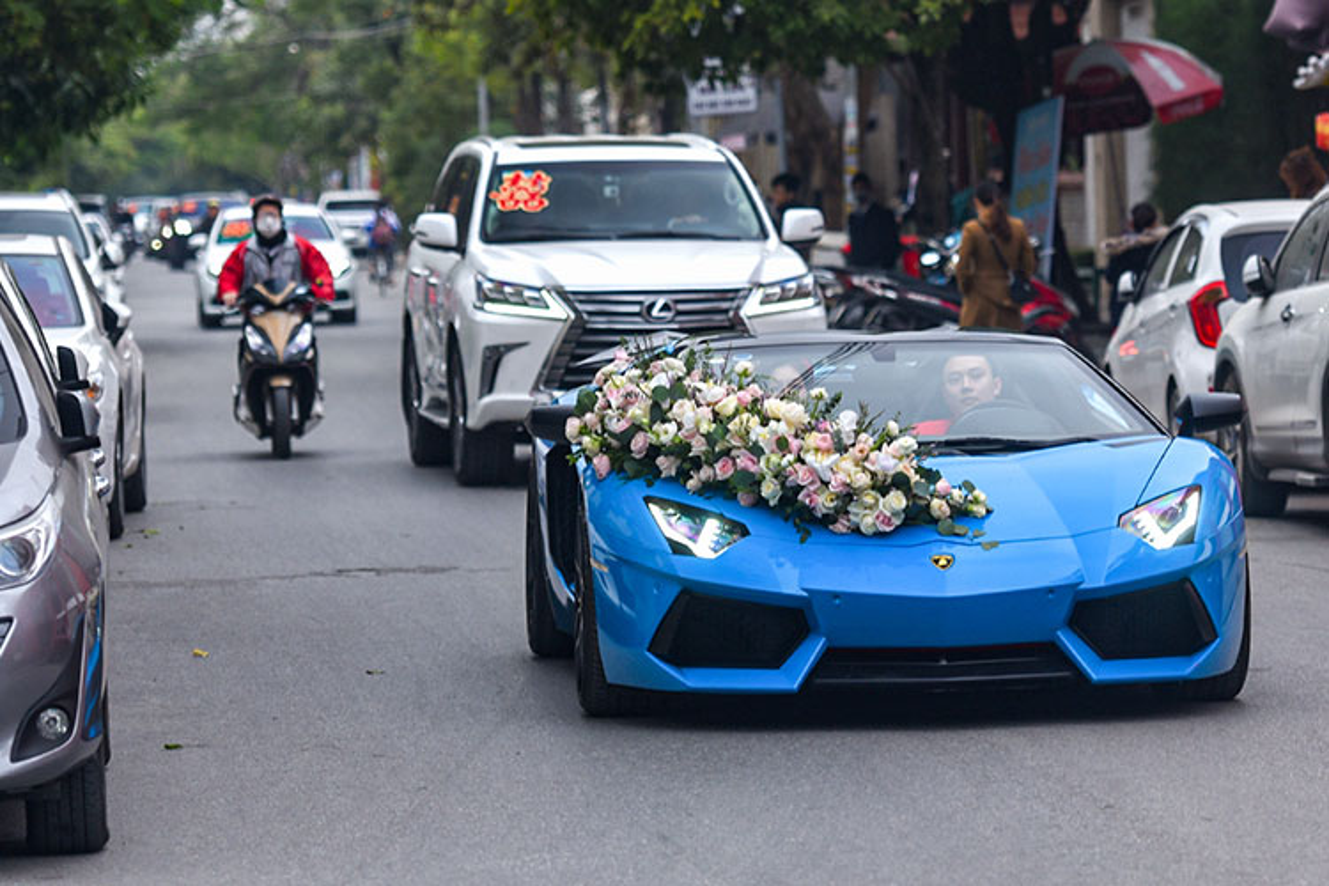 Lamborghini cua dai gia Hai Phong keo dan Kia Cerato di hoi vo-Hinh-4