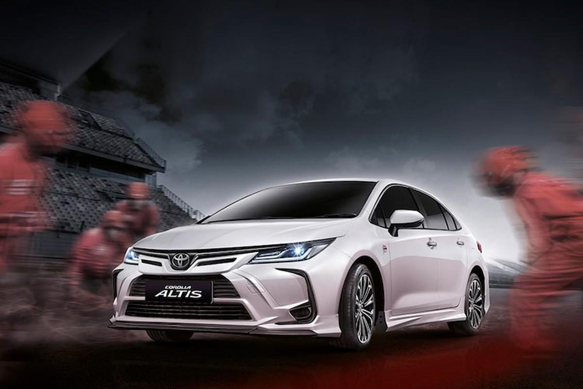 Toyota Corolla Altis do phong cach xe dua chi mat 28 trieu dong