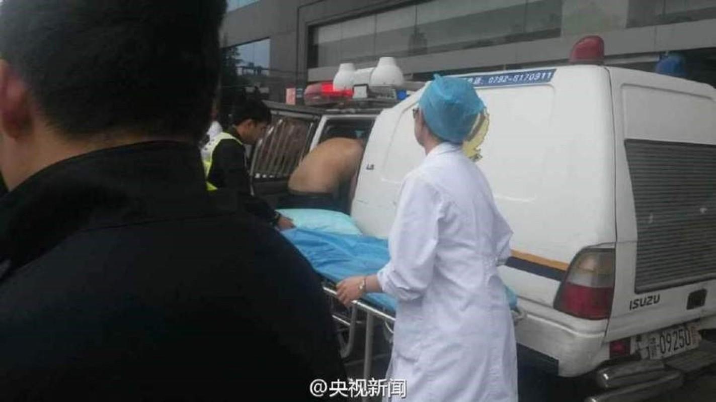 Canh sat do de cho dan ngay tren xe cong vu-Hinh-3