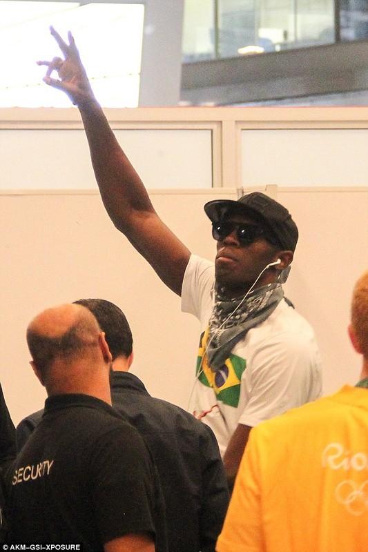 Lo anh Usain Bolt tinh tu voi nu sinh tai Brazil-Hinh-4
