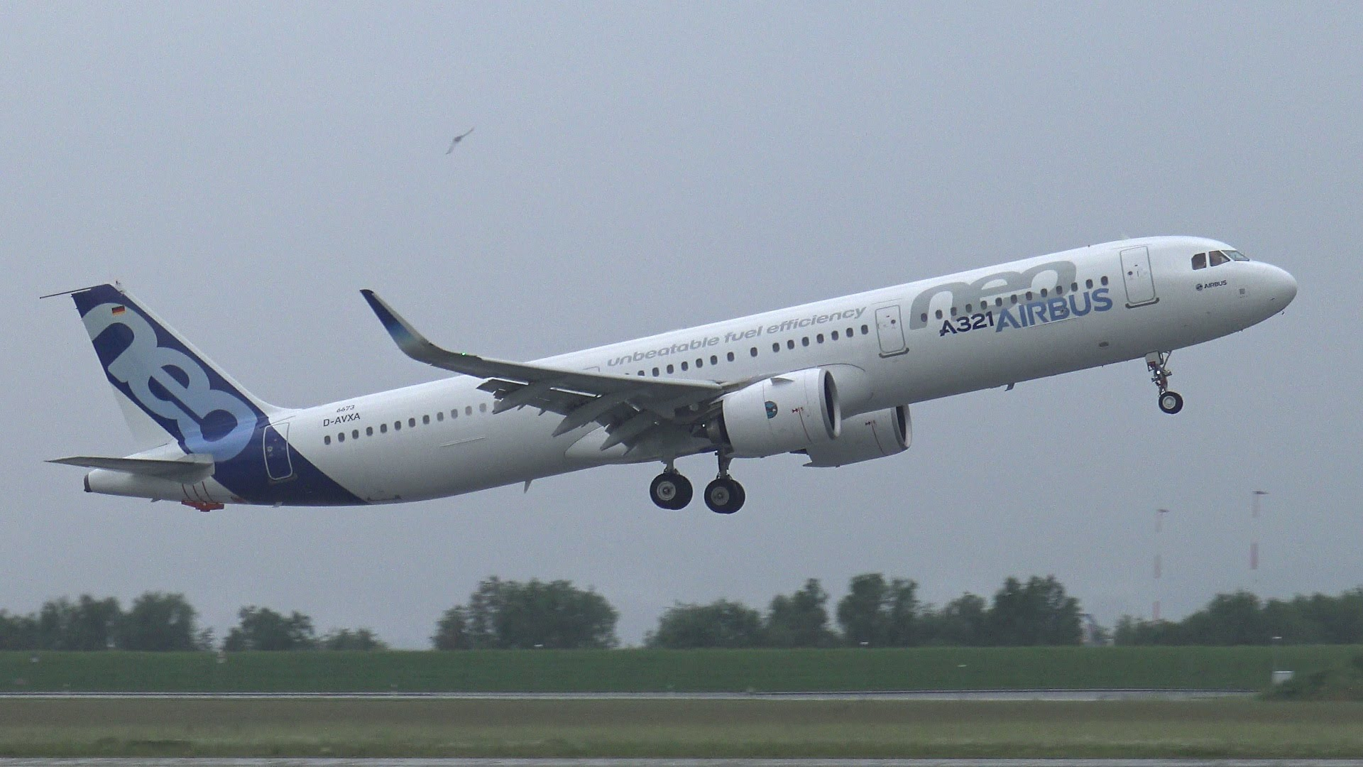 Can canh may bay Airbus A321neo Vietnam Airlines vua thue-Hinh-5