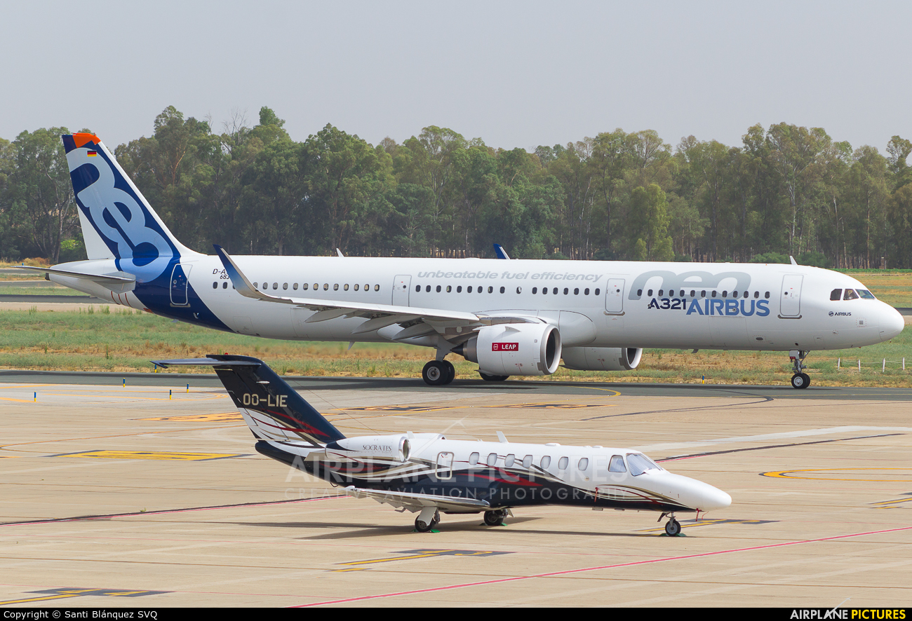 Can canh may bay Airbus A321neo Vietnam Airlines vua thue-Hinh-8