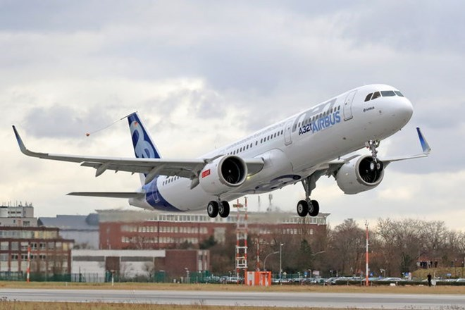 Can canh may bay Airbus A321neo Vietnam Airlines vua thue