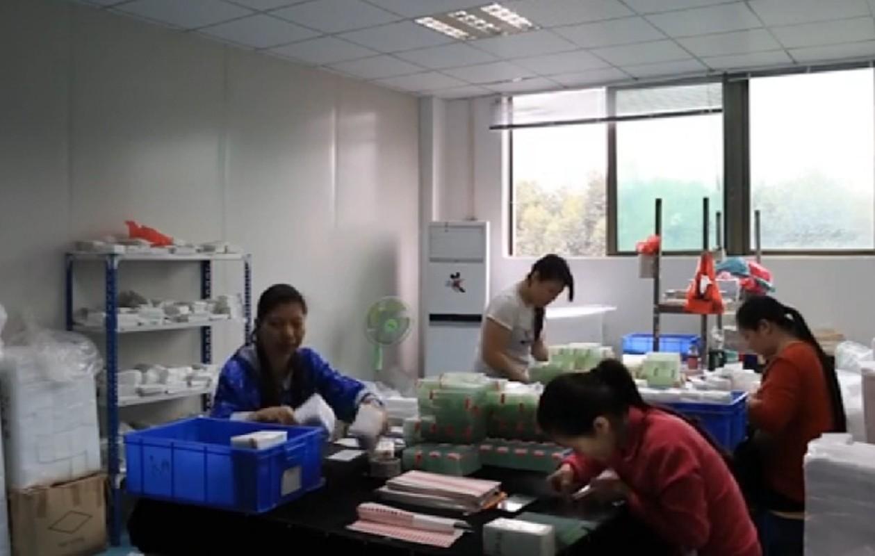 Can canh qua trinh san xuat mat kinh iPhone o Trung Quoc-Hinh-11