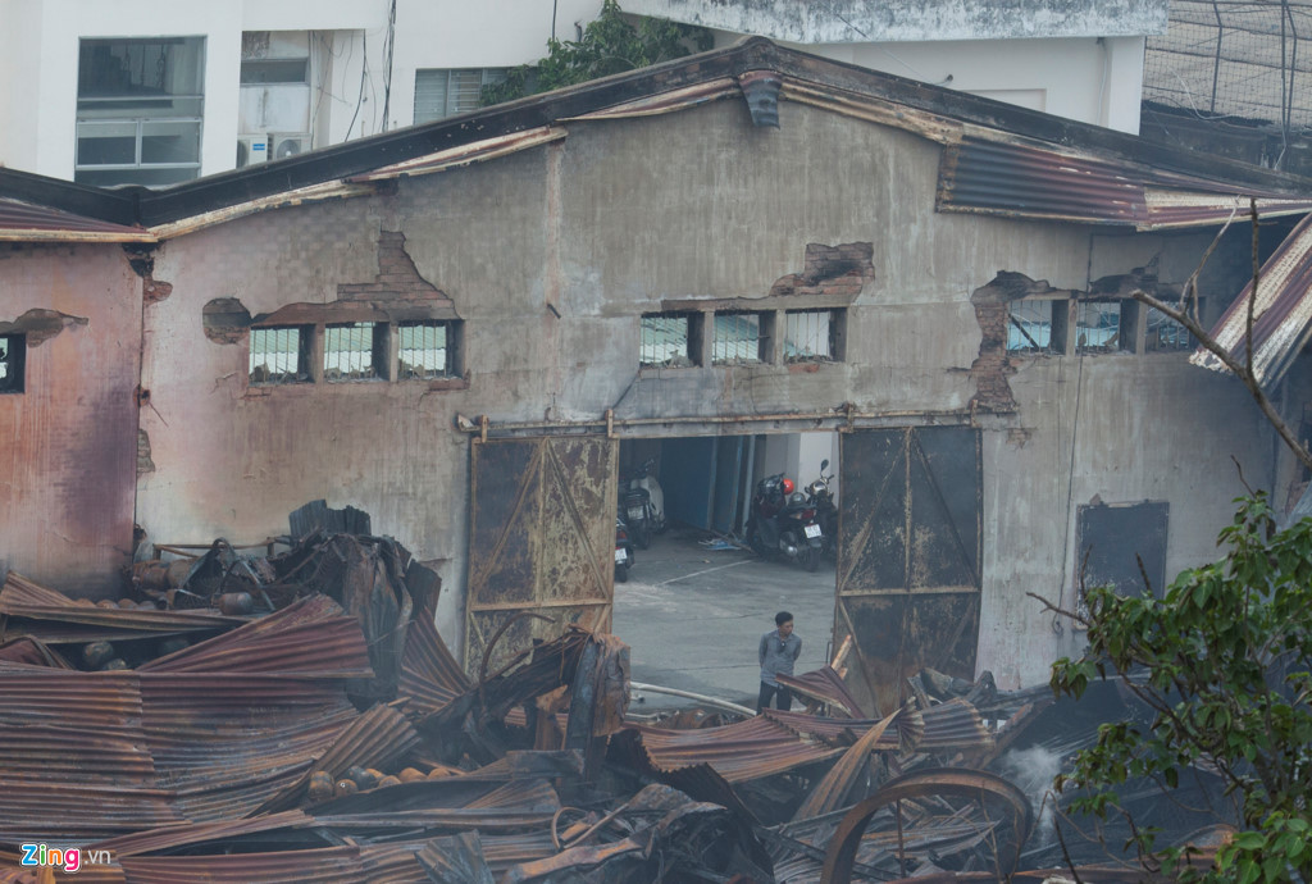 Anh: Canh tan hoang sau vu chay nha kho o cang Sai Gon-Hinh-12