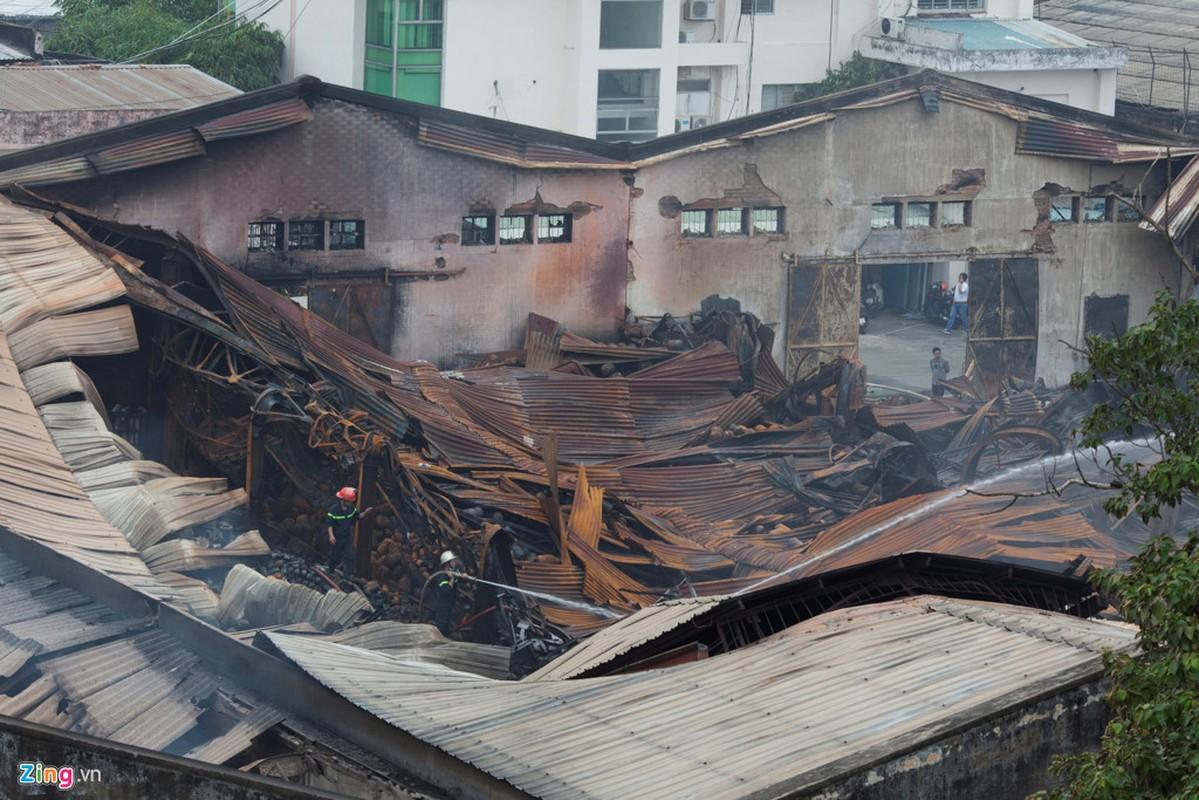 Anh: Canh tan hoang sau vu chay nha kho o cang Sai Gon-Hinh-9