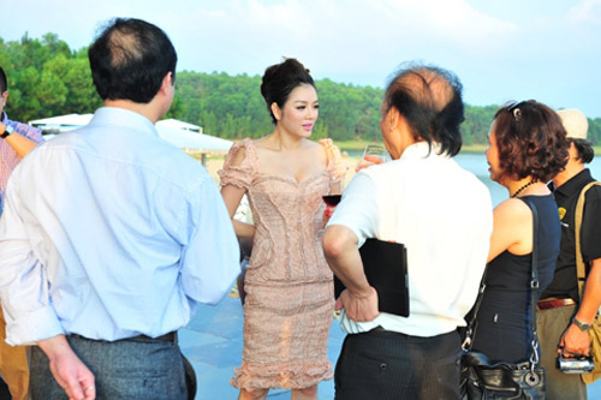 """Choang vang nhung bua tiec """"dot tien"""" cua Ly Nha Ky-Hinh-10"""
