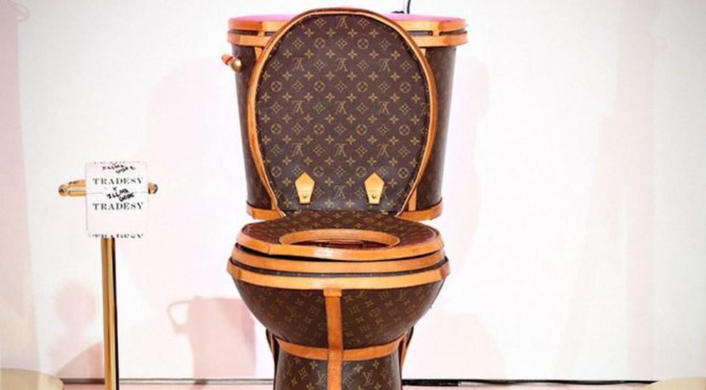 Choang vang bon cau boc tui Louis Vuitton gia hon 2 ty-Hinh-6