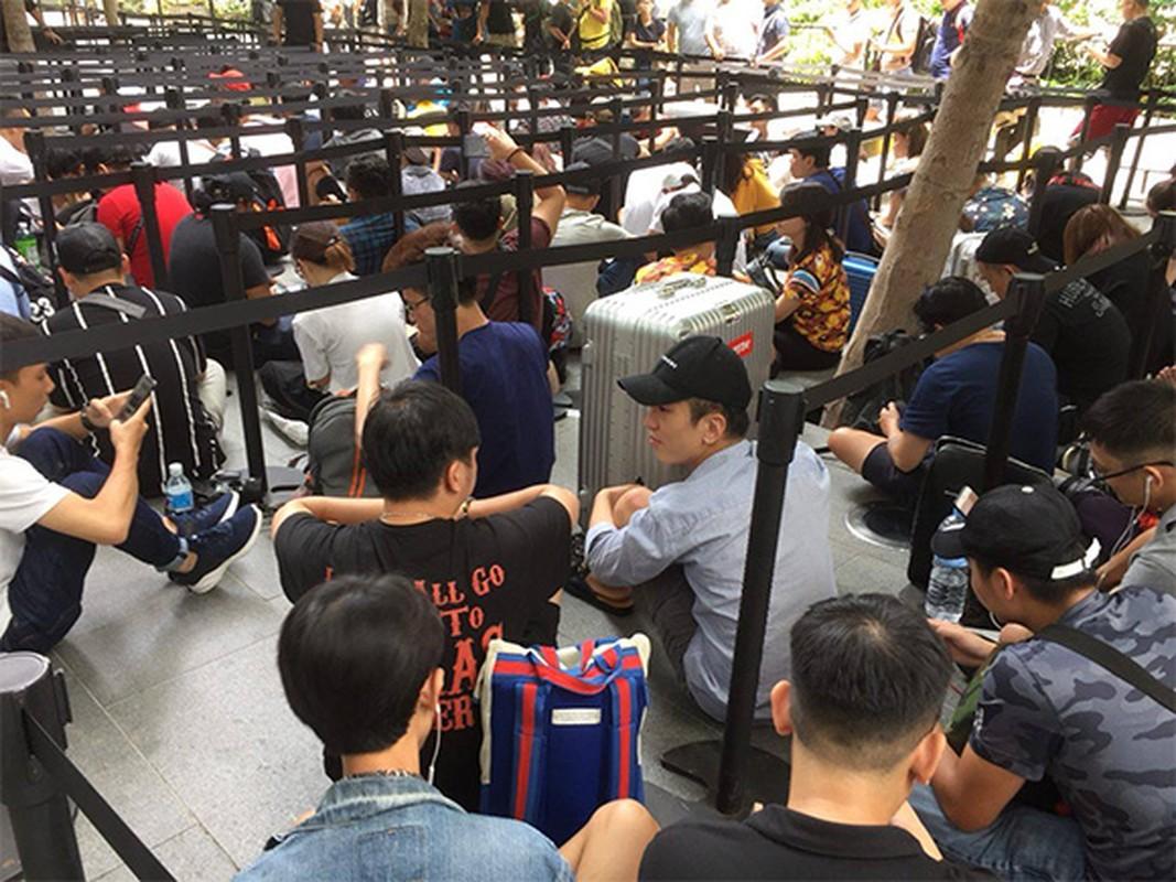 Nguoi Viet chen nhau xep hang o Singapore cho mua iPhone XS-Hinh-3