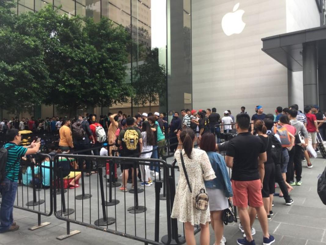 Nguoi Viet chen nhau xep hang o Singapore cho mua iPhone XS-Hinh-5
