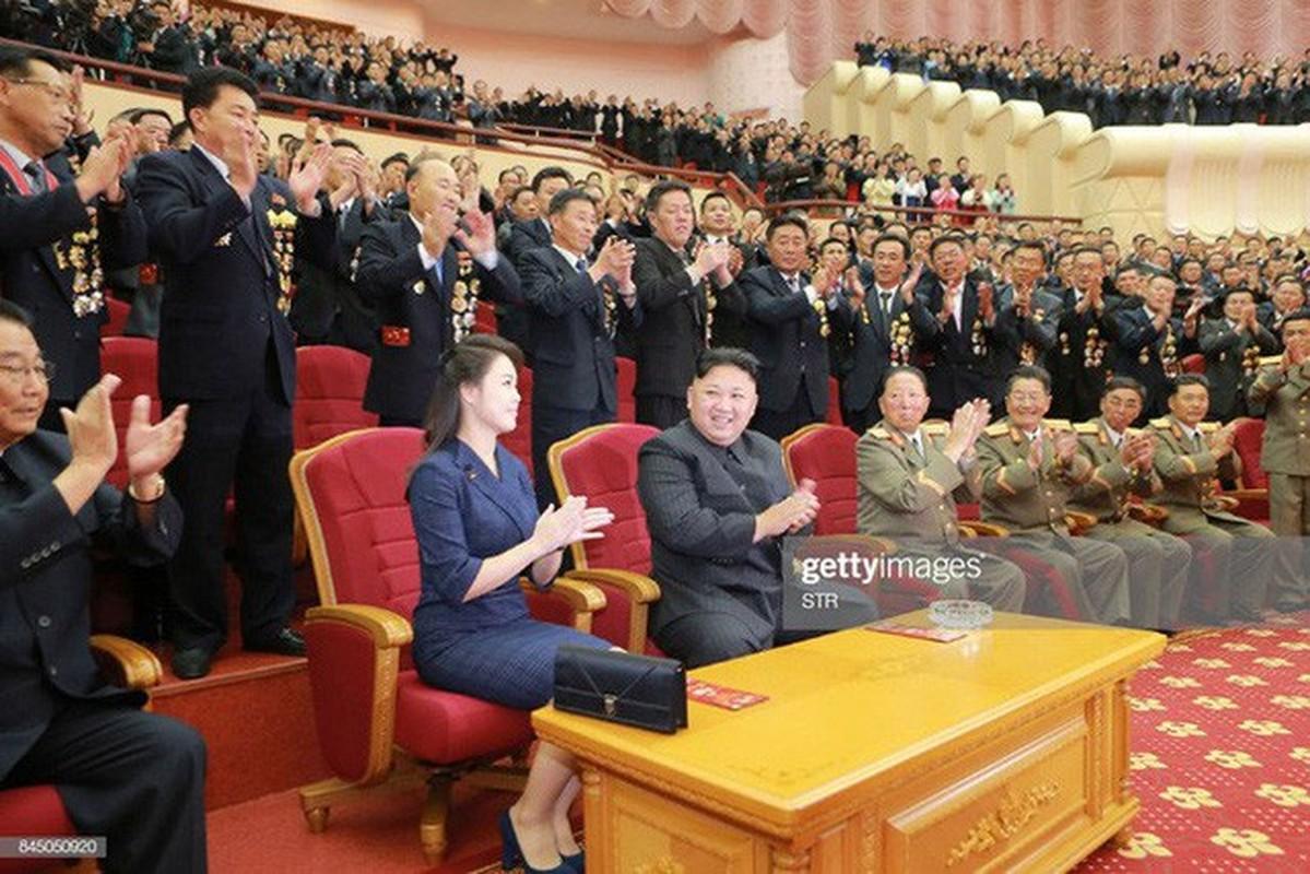 Ngam tui xach hang hieu cua phu nhan ong Kim Jong-un-Hinh-2