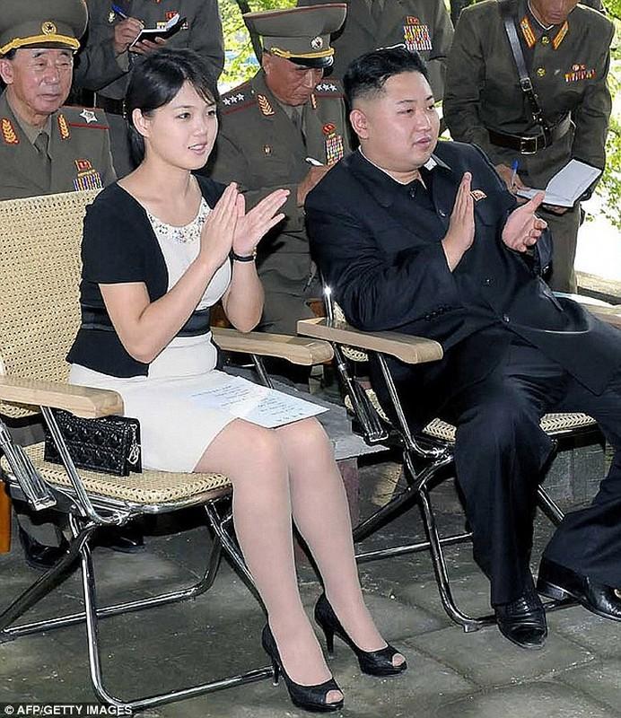 Ngam tui xach hang hieu cua phu nhan ong Kim Jong-un-Hinh-3