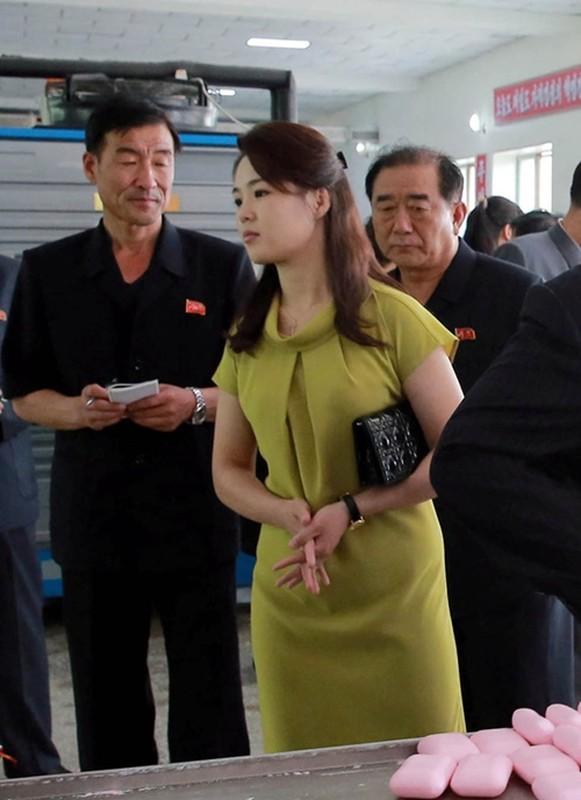 Ngam tui xach hang hieu cua phu nhan ong Kim Jong-un-Hinh-5