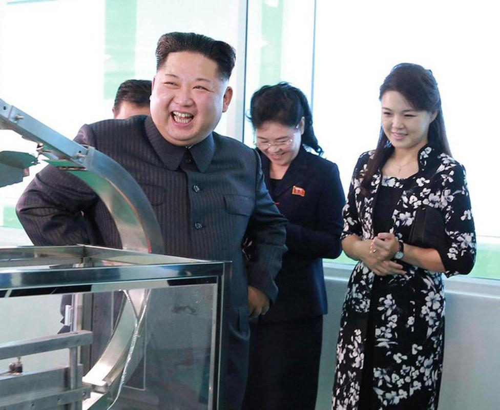 Ngam tui xach hang hieu cua phu nhan ong Kim Jong-un-Hinh-6