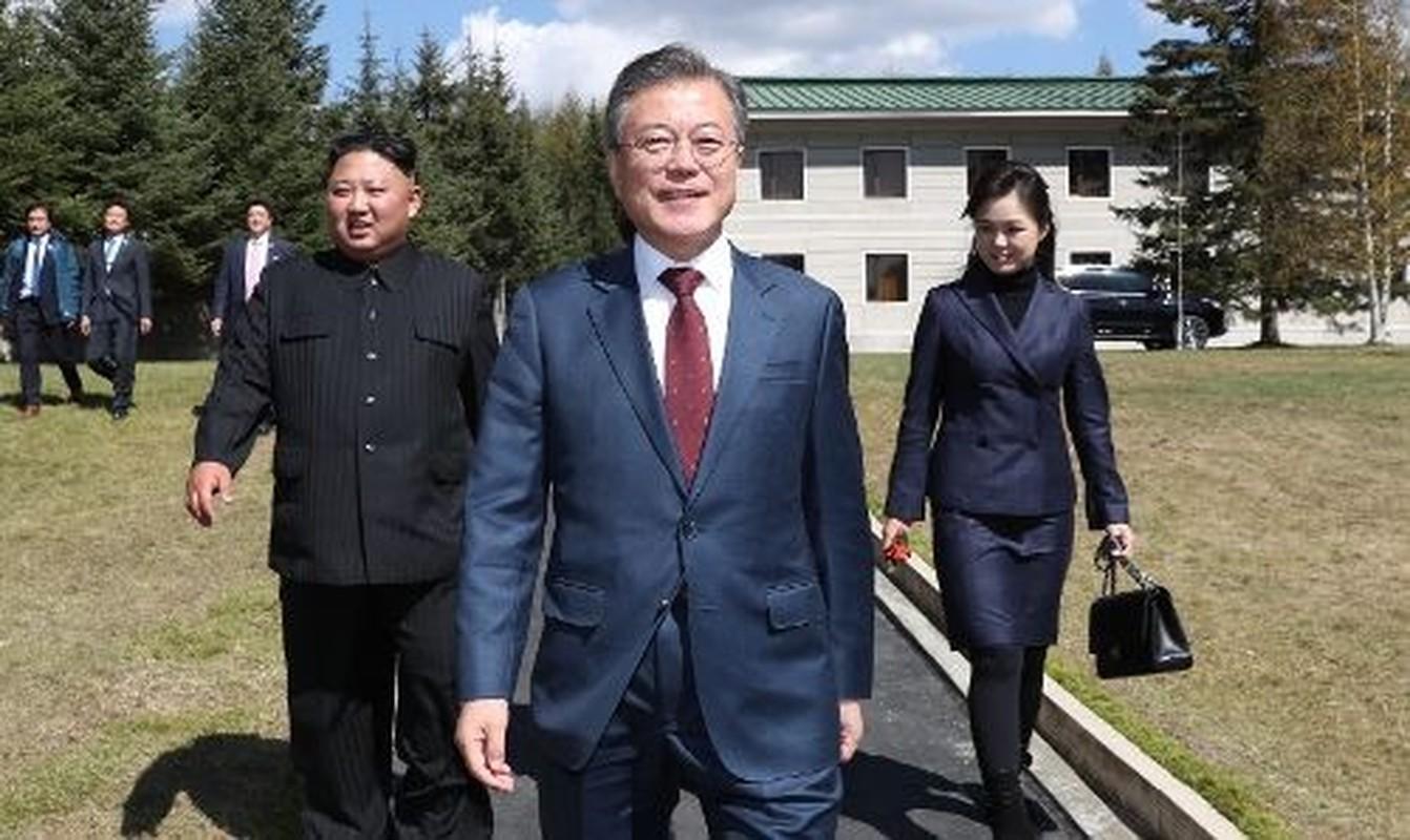 Ngam tui xach hang hieu cua phu nhan ong Kim Jong-un-Hinh-8