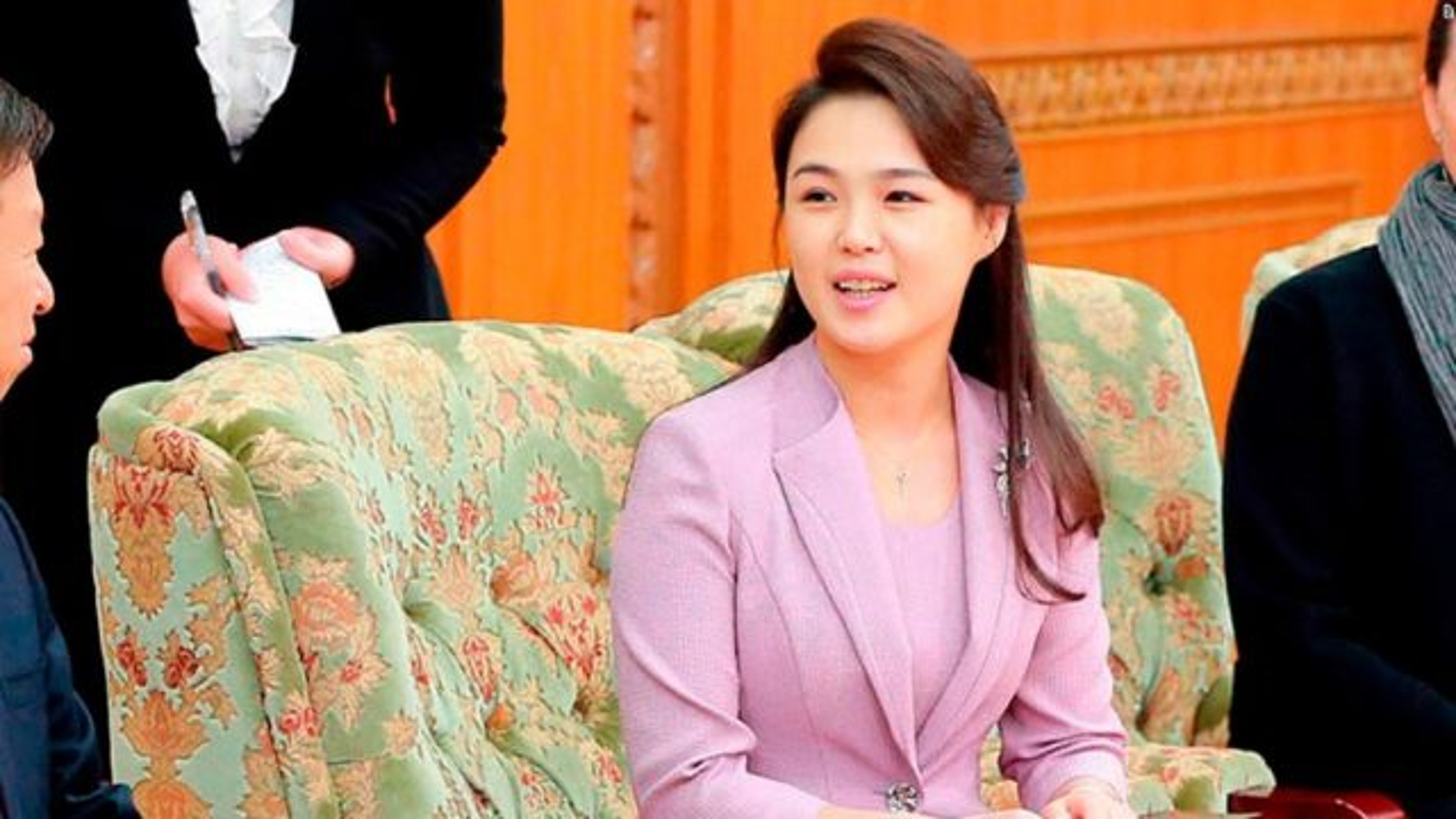Ngam tui xach hang hieu cua phu nhan ong Kim Jong-un