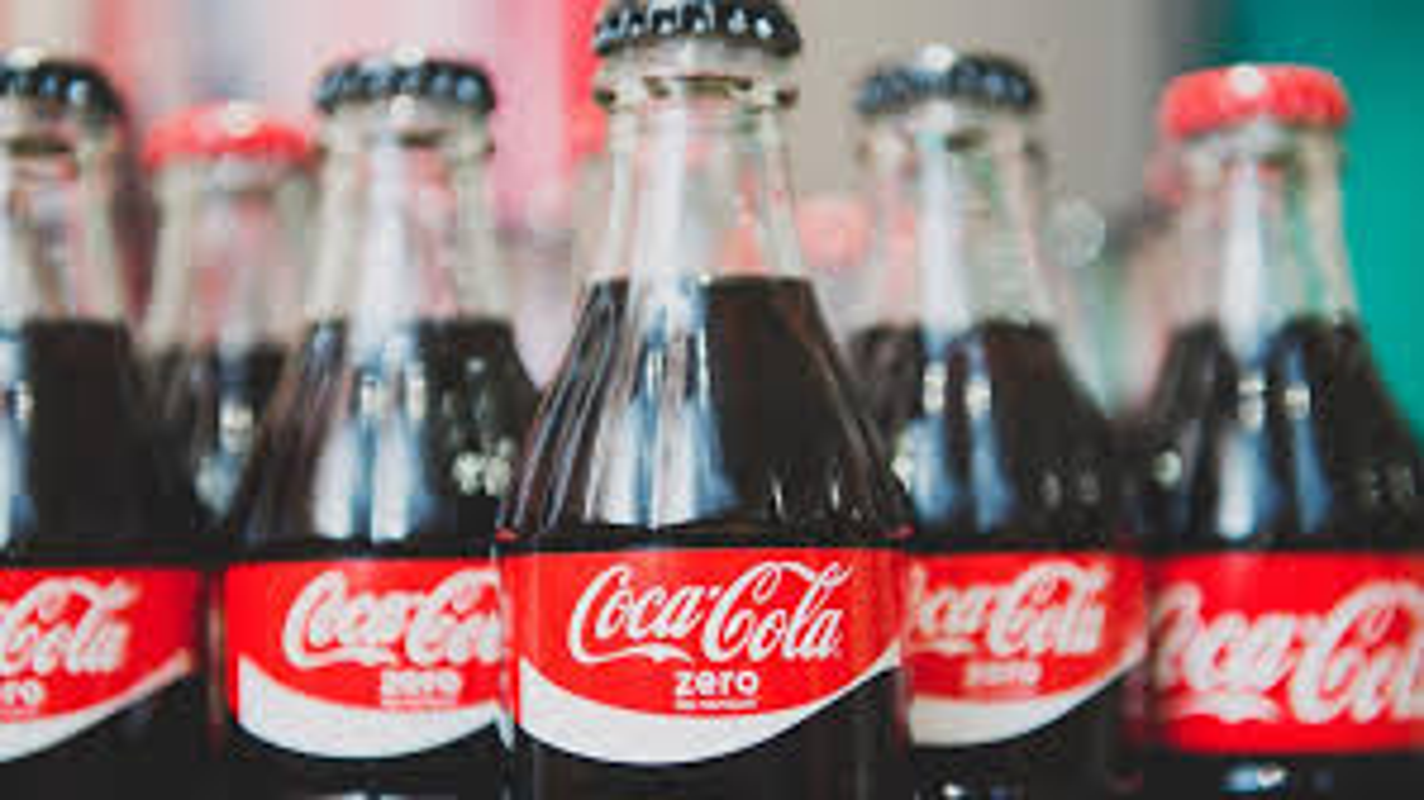 Coca-Cola quang cao phan cam, gay tranh cai: Chuyen khong chi xay ra o Viet Nam-Hinh-5