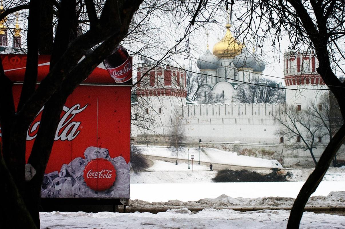 Coca-Cola quang cao phan cam, gay tranh cai: Chuyen khong chi xay ra o Viet Nam-Hinh-6