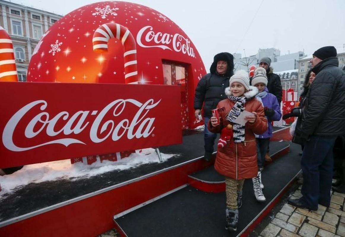 Coca-Cola quang cao phan cam, gay tranh cai: Chuyen khong chi xay ra o Viet Nam-Hinh-9