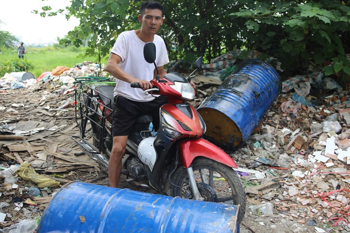 10 thung phuy nghi chat thai cong nghiep tren Dai lo Thang Long-Hinh-7
