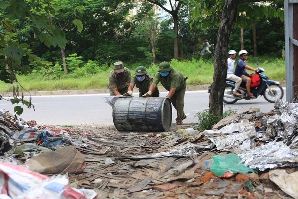 10 thung phuy nghi chat thai cong nghiep tren Dai lo Thang Long-Hinh-9