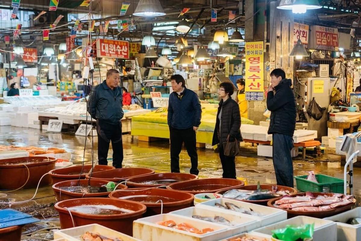 Ben trong khu cho hai san lon nhat Seoul, cao 8 tang Ngoc Trinh vua ghe tham-Hinh-7