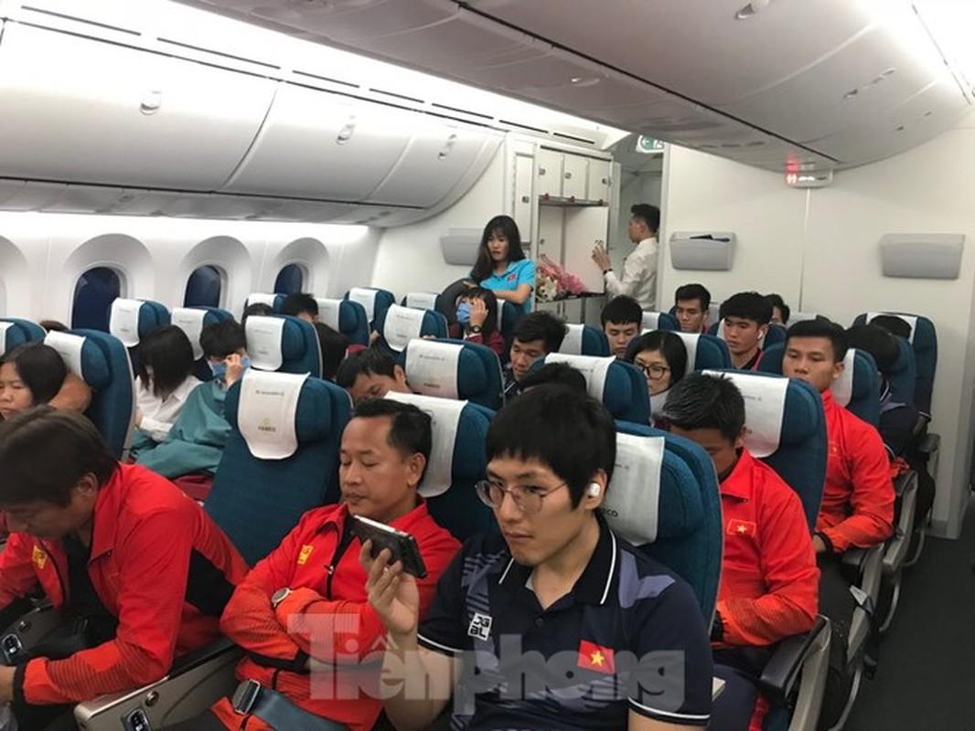 HLV Park Hang-seo tranh thu ngu trong chuyen bay ve Viet Nam-Hinh-6