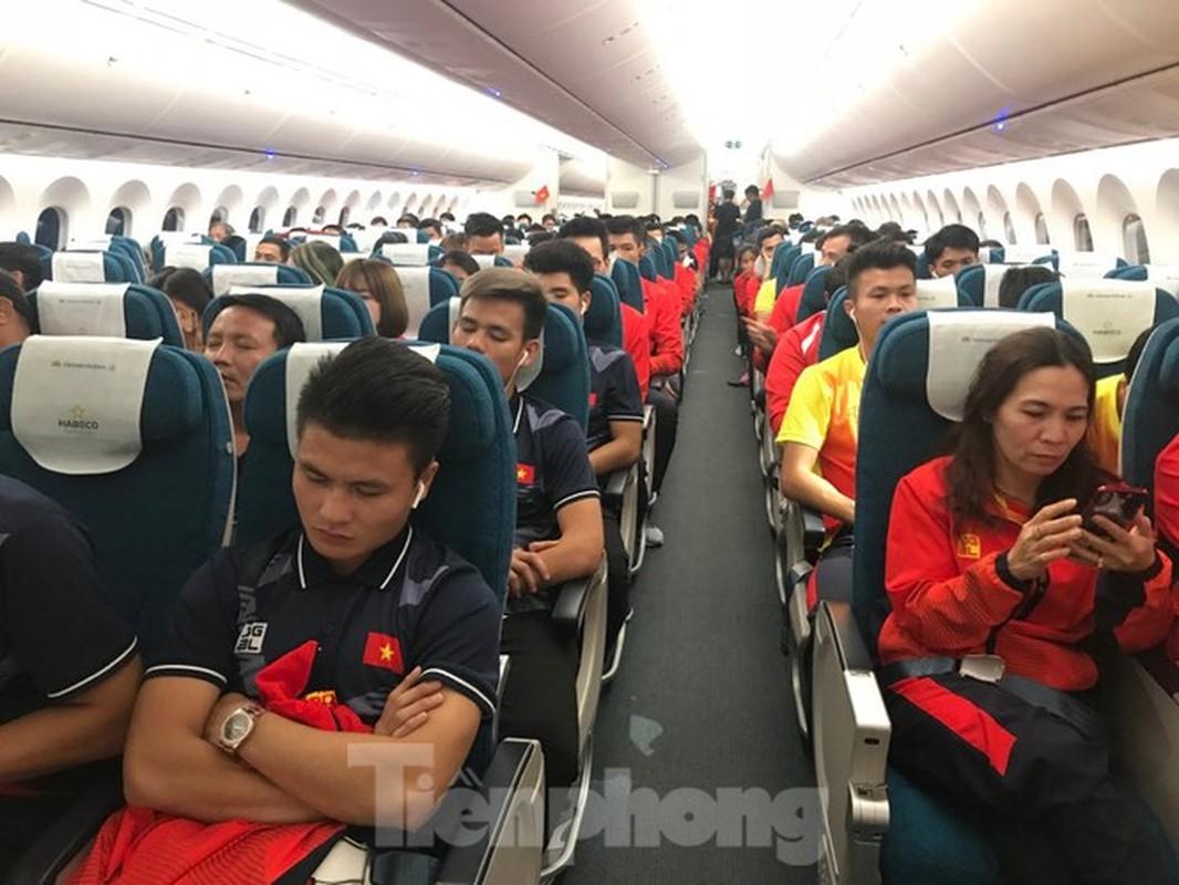 HLV Park Hang-seo tranh thu ngu trong chuyen bay ve Viet Nam-Hinh-8