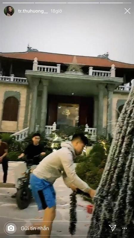"""""""Co dau 200 cay vang"""" khoe trang hoang nha cua dip Giang sinh-Hinh-4"""