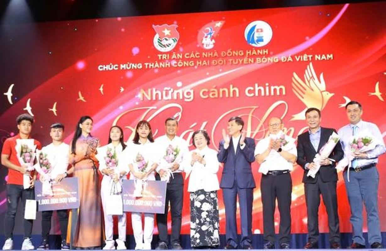 Louis Nguyen - chong Ha Tang giau co nao mua ao dau tuyen thu Viet 1 ty?