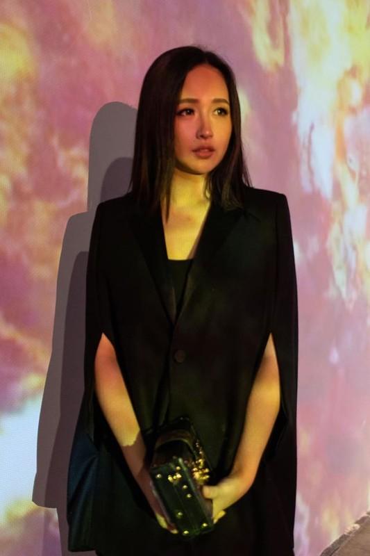 Khong chi xinh dep, Mai Phuong Thuy con gay noi song trong gioi dau tu the nay
