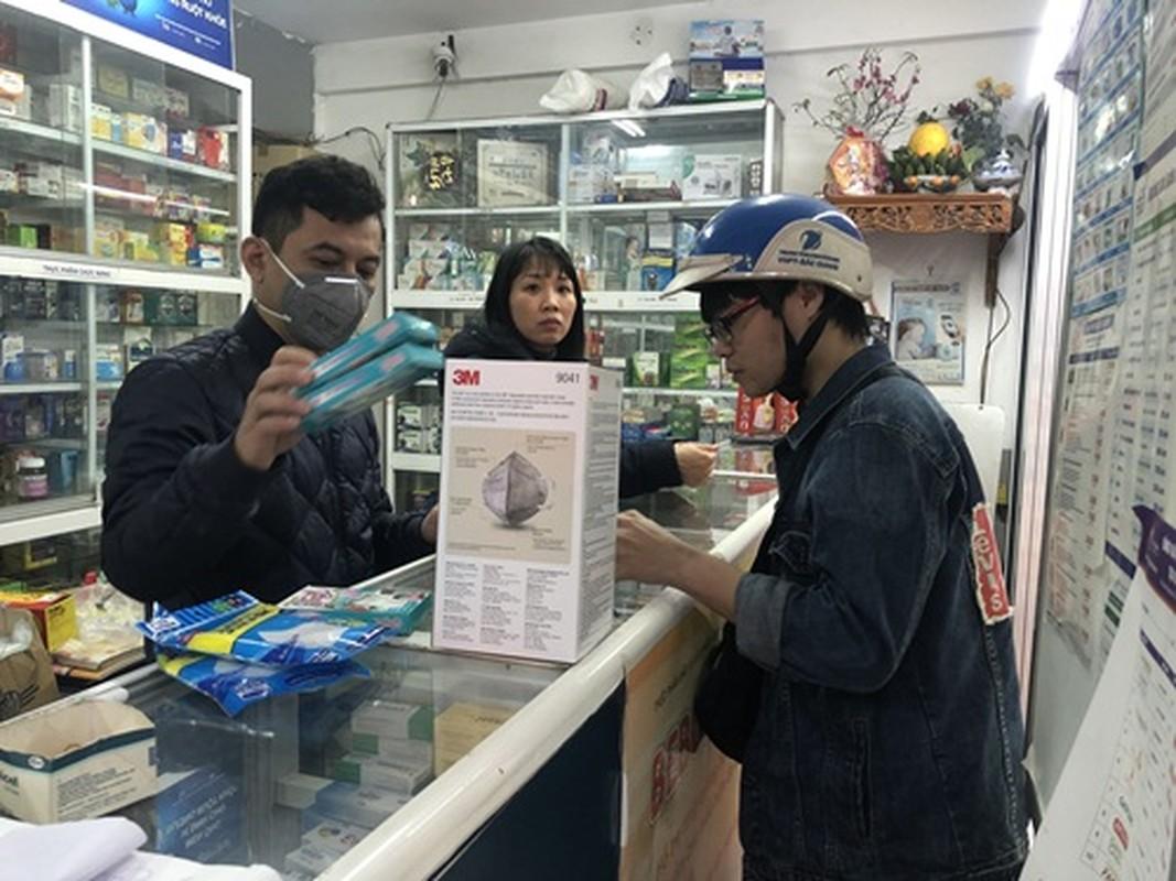 Nguoi dan un un di mua khau trang sau khi 3 nguoi Viet nhiem corona-Hinh-3
