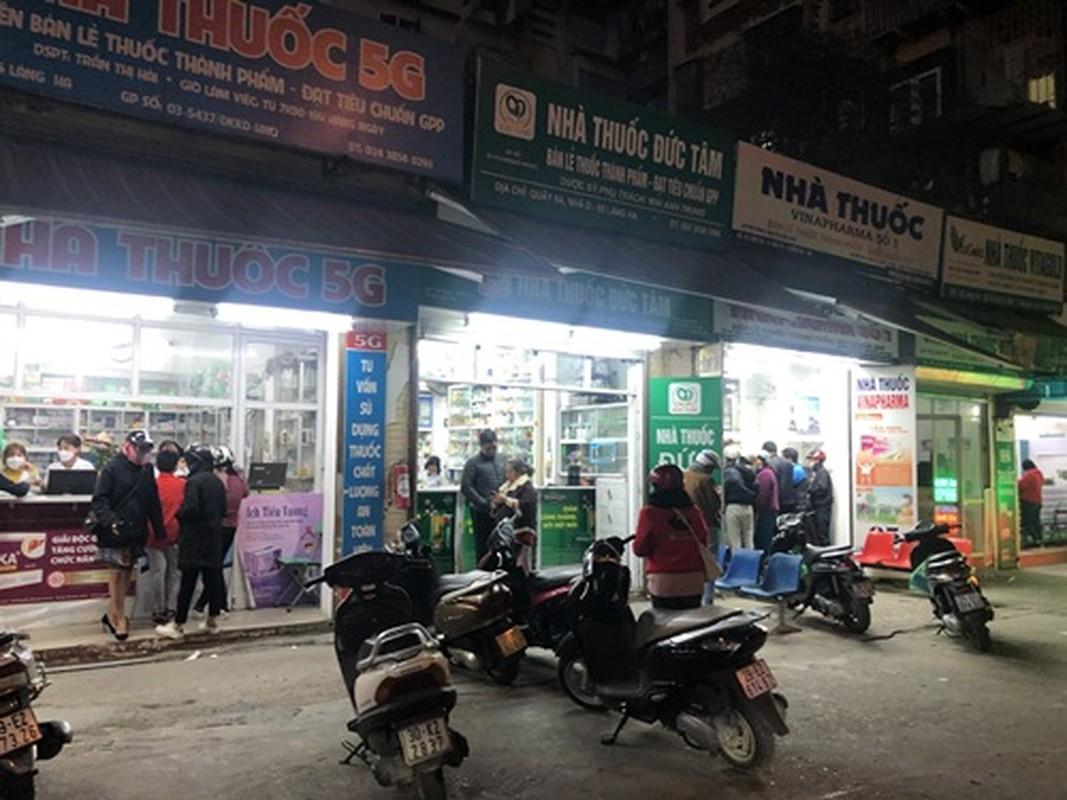 Nguoi dan un un di mua khau trang sau khi 3 nguoi Viet nhiem corona-Hinh-9