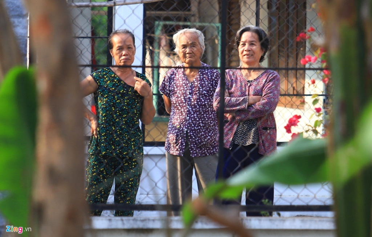 Dua ca nha di xem canh sat vay bat nghi can ban chet 5 nguoi-Hinh-11