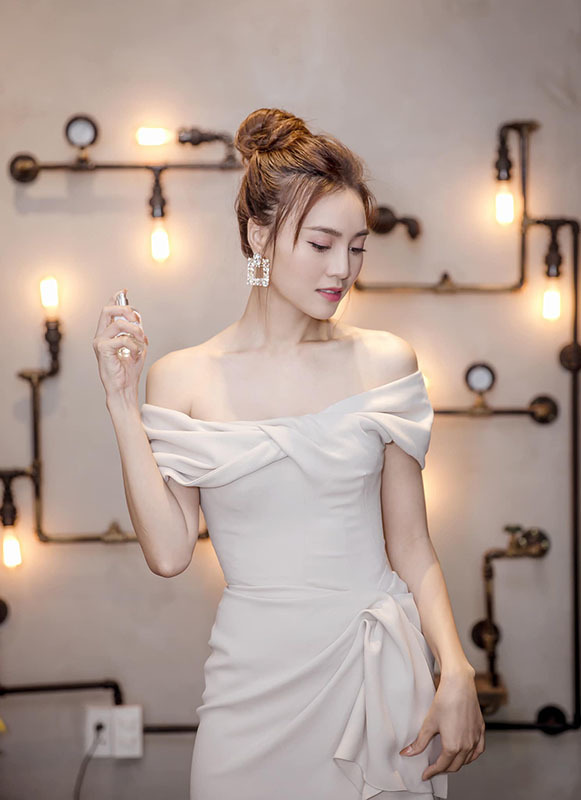 Giua tin don bi mat lam dam hoi voi Chi Dan, Ninh Duong Lan Ngoc giau co nao?-Hinh-2