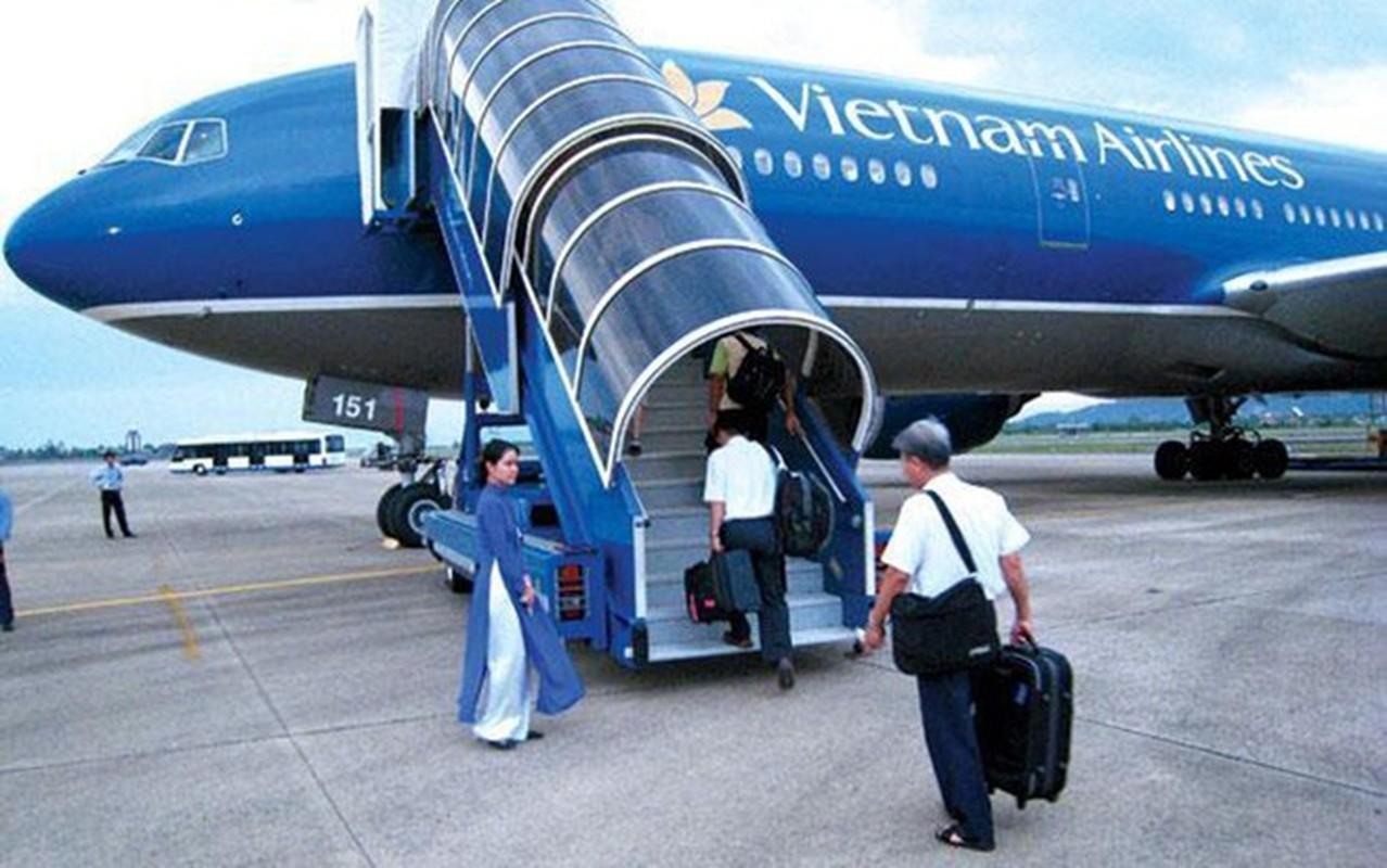 Chi tiet dong may bay vua gap su co no lop cua Vietnam Airlines-Hinh-4