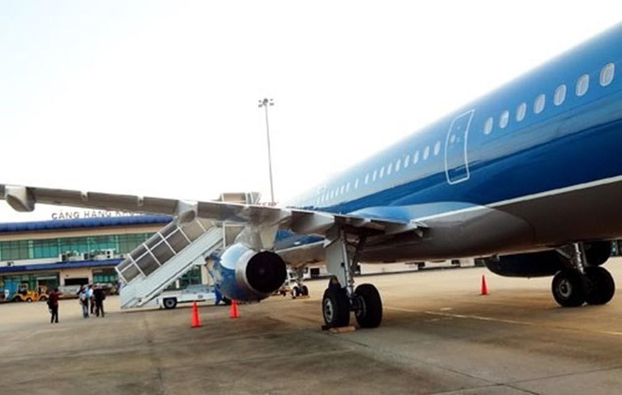 Chi tiet dong may bay vua gap su co no lop cua Vietnam Airlines-Hinh-6